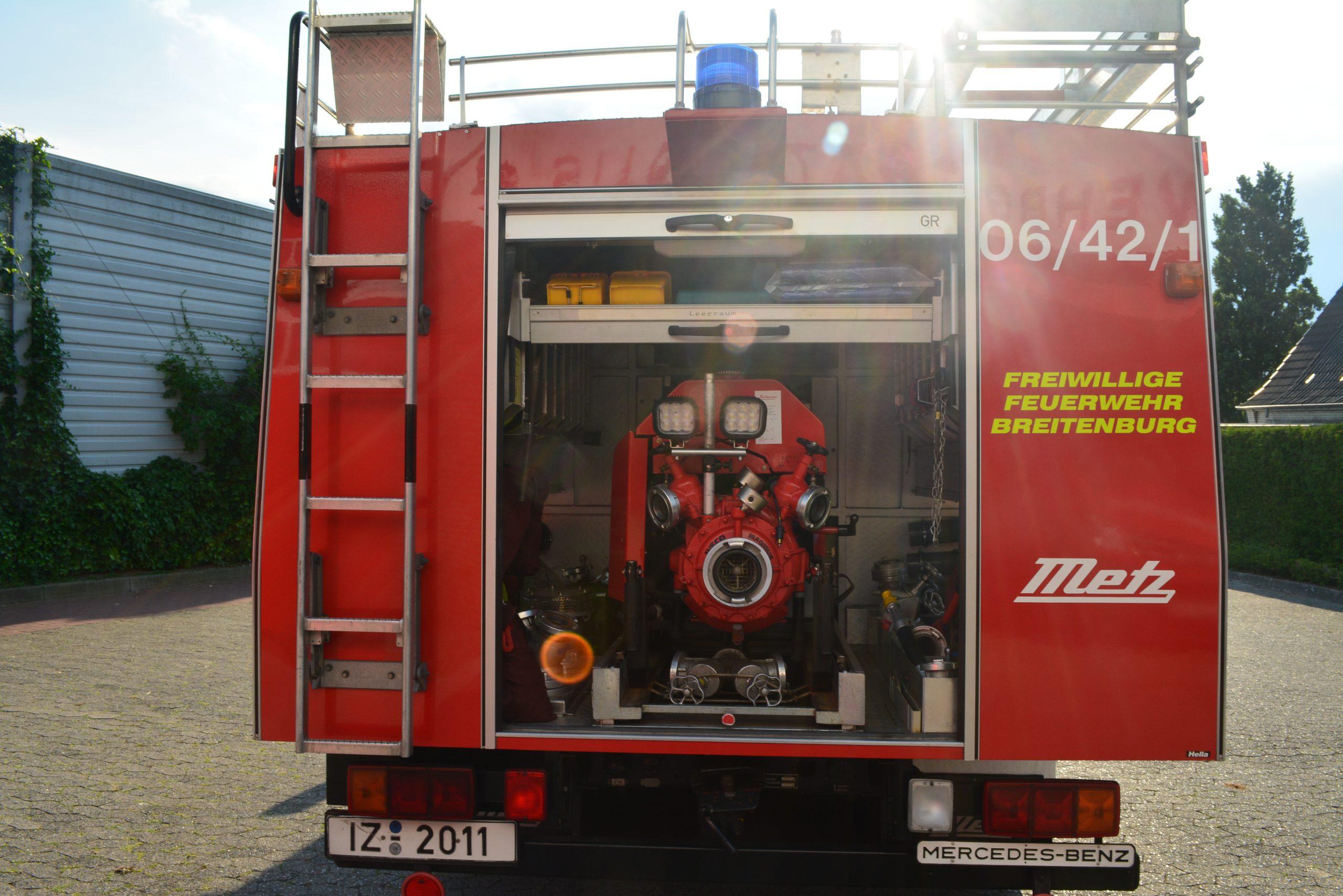 Rückansicht LF8 - Rolltor offen